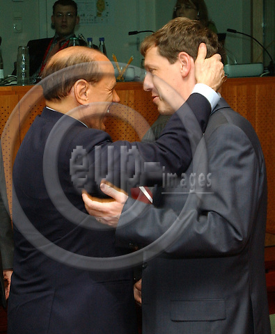 Brussels-Belgium - November 04, 2004---European Heads of State and Governments and Foreign Ministers meet for the summit / European Council, at the 'Justus Lipsius', seat of the Council of the European Union in Brussels; here, Silvio BERLUSCONI (le), Prime Minister of Italy, and Stanislav GROSS (ri), Prime Minister of Czech Republic---Photo: Horst Wagner/eup-images