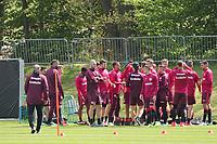 Eintracht erfrischt sich beim Training - 09.05.2017: Eintracht Frankfurt Training, Commerzbank Arena