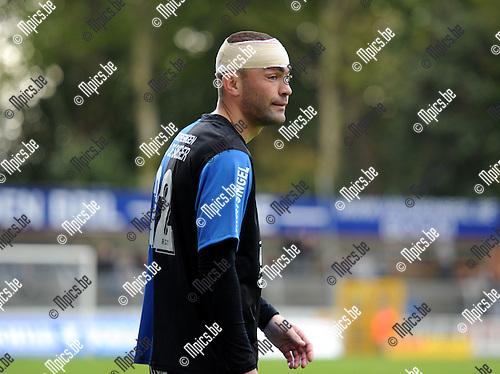 2010-10-24 / Voetbal / seizoen 2010-2011 / Rupel-Boom - Visé / Jerry Poorters moest 'opgelapt' worden...Foto: Mpics