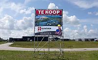 Nederland  Zaanstad - Augustus 2019. Hoogtij bedrijventerrein. Bouwkavels te koop.  Foto Berlinda van Dam / Hollandse Hoogte