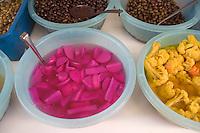 Asie/Israël/Galilée/Saint-Jean-d'Acre: sur les étals du bazar de la vieille ville olives et légumes marinés pour les mezze