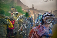 """fEB. 27, 2012 - Galaxidi, Greece: Men and women with masks and proper clothes throw flour on each other. About 200 km (125 miles) northwest of Athens, every year revellers celebrate the """"clean Monday"""" by throwing flour and colored podwer. This day marks the end of the carnival seazon and the start of the 40-day period of the Orthodox Easter (Foto Insidefoto / Maro Kouri / Anatomica Press) .A Galaxidi, in Grecia, si è svolta la battaglia della farina, Clean Monday o Pure Monday, che segna la fine del carnevale..ITALY ONLY"""