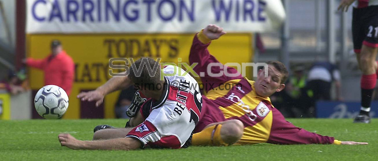 Pix: Simon Wilkinson/SWPIX. FA Premier League. Sesason 2000, Bradford City v Southampton. 23/09/2000...COPYWRIGHT PICTURE>>SIMON WILKINSON>>01943 436649>>..Bradfords Dean Windass and   Southamptons James Beattie