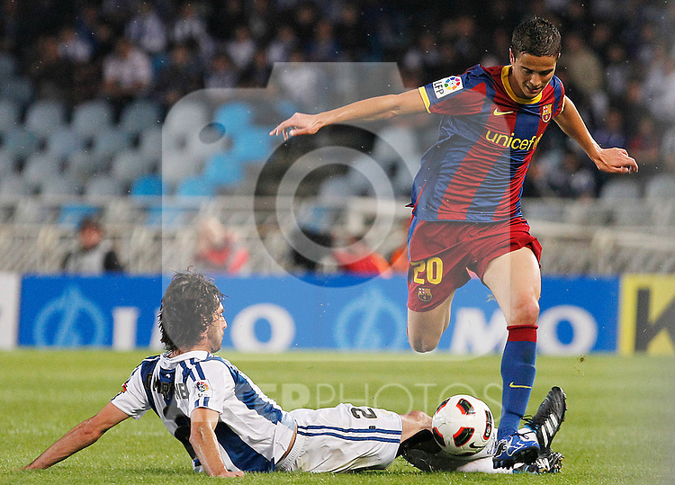 Real Sociedad's Carlos Martinez Diez (l) and FC Barcelona's Ibrahim Afellay during La Liga match.April 30 ,2011. (ALTERPHOTOS/Acero)