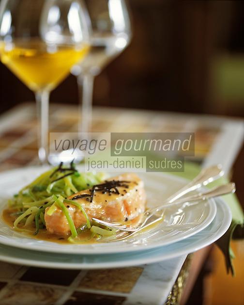 France/Bourgogne/Côte d'Or/Beaune: Saumon à la truffe et aux poireaux, cuisinée à la maison Joseph Drouhin à Beaune Stylisme Valérie Lhomme