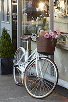 Charge Decanter bicycle, Sunningdale, Berks.   September    2013.      pic copyright Steve Behr / Stockfile