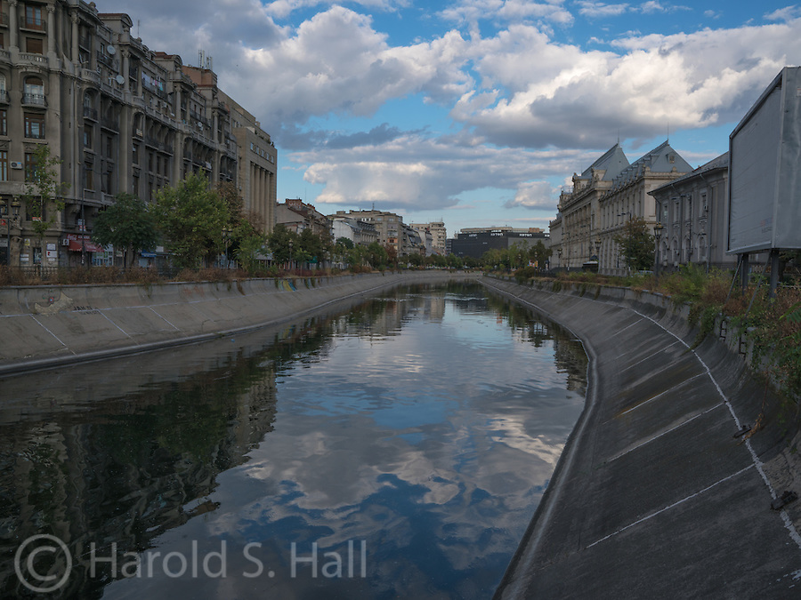 A blue reflection of clouds in the Dâmbovița River in the heart of Bucharest.