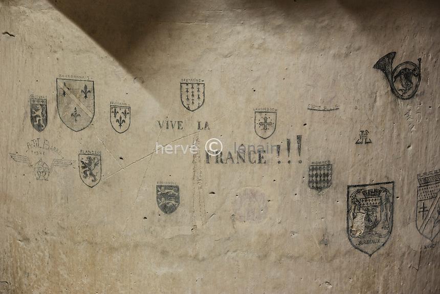 France, Allier (03), Moulins, Tour de la Mal-Coiffée de l'ancien château des ducs de Bourbon et ancienne prison, graffitis de prisonniers // France, Allier, Moulins, the old castle of the dukes of Bourbon and former prison, prisoner graffiti