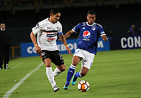 BOGOTÁ - COLOMBIA, 15-08-2018:Cesar Carrillo (Der.)  jugador de Millonarios de Colombia disputa el balón con Cristian Martinez  (Izq.) jugador del General Díaz del Paraguay durante partido por la segunda fase de la Copa Conmebol Sudamericana 2018 , jugado en el estadio Nemesio Camacho El Campín de la ciudad de Bogotá. / Cesar Carrillo (Der.) Player of Millonarios  of Colombia disputes the ball with Cristian Martinez (Left) player of General Diaz of Paraguay during game for the second phase of the Copa Conmebol Sudamericana 2018, played in the stadium Nemesio Camacho El Campín of the city of Bogotá. Photo: VizzorImage / Felipe Caicedo / Staff.
