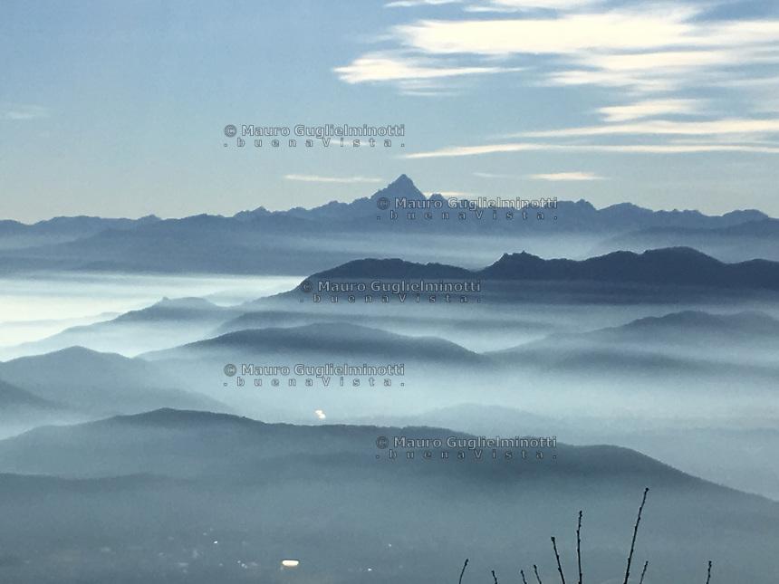Vista della catena delle Alpi con il Monviso