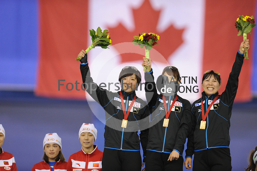 SPEEDSKATING: CALGARY: 14-11-2015, Olympic Oval, ISU World Cup, Podium Ladies Team Sprint, Nao Kodaira, Erina Kamiya, Maki Tsuji, Team JPN, ©foto Martin de Jong