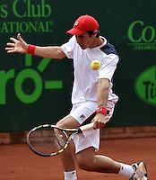 BOGOTA - COLOMBIA -05 -11-2013: Facundo Bagnis, tenista de Argentina devuelve la bola a Carlos Salamanca, tenista colombiano, durante partido de la primera ronda del Seguros Bolivar Open en el Club Campestre el Rancho de la ciudad de Bogota. / Facundo Bagnis, Argentina tennis player returns the ball to Carlos Salamanca Colombian tennis player during a match for the first round of the Seguros Bolivar Open in the Club Campestre El Rancho in Bogota city.Photo: VizzorImage  / Luis Ramirez / Staff.
