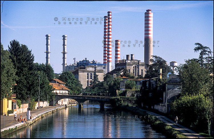 Turbigo (Milano), la centrale termoelettrica e il Naviglio Grande --- Turbigo (Milan), the thermoelectric power plant and the Naviglio Grande canal