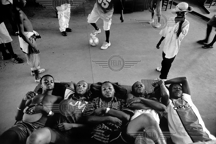 ©Rob Huibers/Panos Pictures..SIERRA LEONE Kenema  1/2002..Nepean Stars FC players having a rest in the hours before their last game of the season against FC Giants from Freetown. Nepean Stars lost by a goal in the last minute and failed to gain promotion to the Sierra Leone Premier League.....