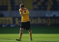 Fussball 2. Bundesliga Saison 2011/2012 13. Spieltag Dynamo Dresden - Karlsruher SC Zlatko DEDIC (Dynamo Dresden) greift sich an die Schulter.