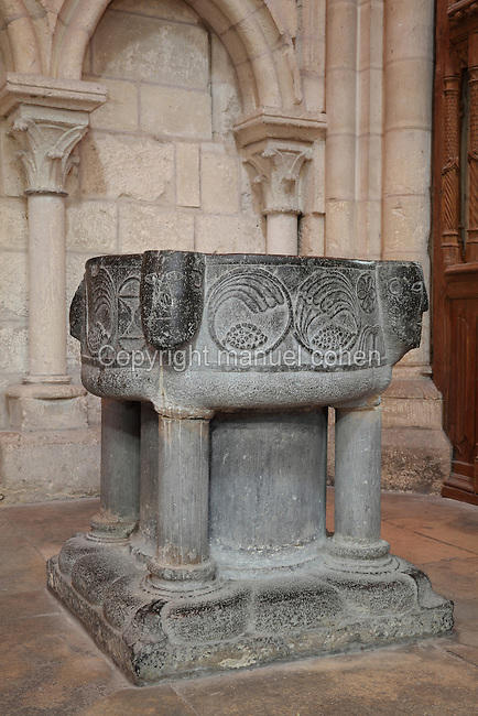 Baptismal font, 11th century, in black Tournai stone, with 4 faces representing either the Evangelists, or the 4 Rivers of Paradise (Tigris, Euphrates, Gihon and Pison), in the South transept, Laon Cathedral or the Cathedrale Notre-Dame de Laon, built 12th and 13th centuries in Gothic style, in Laon, Aisne, Picardy, France. The cathedral is listed as a historic monument. Picture by Manuel Cohen.