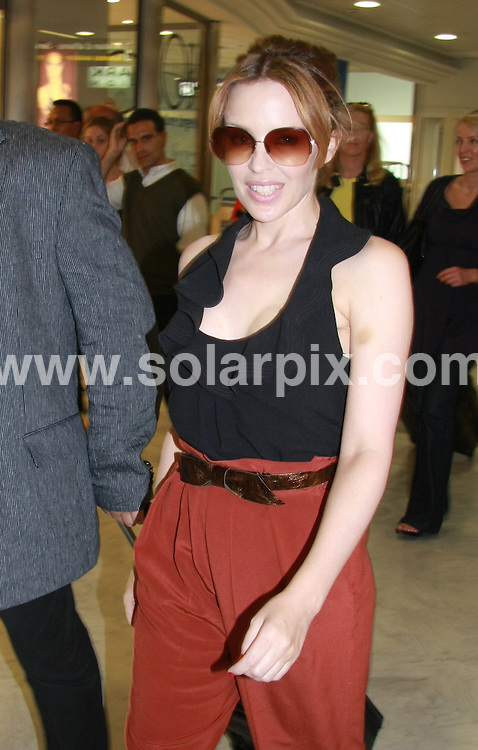 **ALL ROUND PICTURES FROM SOLARPIX.COM**.**SYNDICATION RIGHTS FOR UK AND SPAIN ONLY**.Pop singer Kylie Minogue seen arriving good mooded at the airport in Nice. .JOB REF:  9081     CPR/Fink        DATE:  23.05.09.**MUST CREDIT SOLARPIX.COM OR DOUBLE FEE WILL BE CHARGED**.**ONLINE USAGE FEE GBP 50.00 PER PICTURE - NOTIFICATION OF USAGE TO PHOTO @ SOLARPIX.COM**.**CALL SOLARPIX : +34 952 811 768 or LOW RATE FROM UK 0844 617 7637**