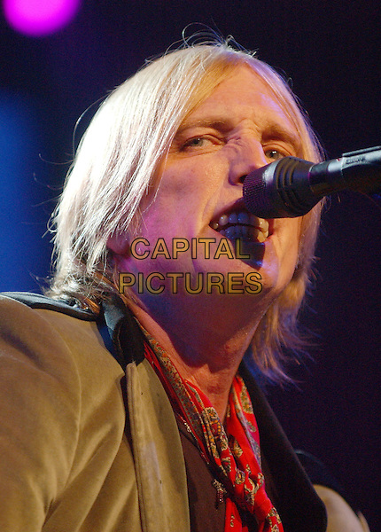 TOM PETTY & THE HEARTBREAKERS - TOM PETTY.Perform at Blossom Music Center, Cleveland, Ohio. .June 30th, 2005.Photo Credit: Laura Farr/AdMedia.headshot portrait live stage concert gig performance singing.www.capitalpictures.com.sales@capitalpictures.com.© Capital Pictures.
