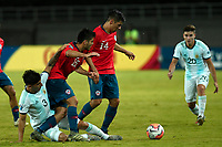 PEREIRA - COLOMBIA, 24-01-2020: Raimundo Rebolledo y Tomas Alarcon de Chile disputan el balón con Claudio Bravo de Argentina durante partido entre Chile y Argentina por la fecha 3, grupo A, del CONMEBOL Preolímpico Colombia 2020 jugado en el estadio Hernán Ramírez Villegas de Pereira, Colombia. / Raimundo Rebolledo and Tomas Alarcon of Chile fight the ball with Claudio Bravo of Argentina during the match between Chile and Argentina for the date 3, group A, for the CONMEBOL Pre-Olympic Tournament Colombia 2020 played at Hernan Ramirez Villegas stadium in Pereira, Colombia. Photos: VizzorImage / Julian Medina / Cont
