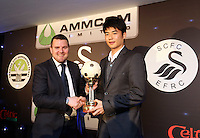 Pictured: Ki Sung Yueng receiving the supporters player of the season award from Gareth Vincent of the Evening Post newspaper Wednesday 20 May 2015<br />