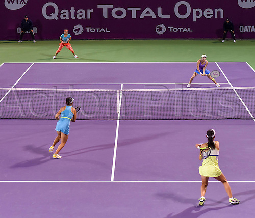 23.02.2016. Doha, Qatar. Qatar Total Open championships.  Martina Hingis of Switzerland (R Back), Sania Mirza of India (L Back), Zheng Saisai (Front R) and Xu Yifan of China compete during their womens doubles second round match at the WTA Tennis Damen Qatar Open 2016 in Doha, Qatar, Feb. 23, 2016. Martina Hingis and Sania Mirza won 2-1.