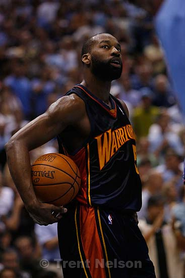 Salt Lake City - Utah Jazz vs. Golden State Warriors, NBA Playoff basketball, Game 5, at EnergySolutions Arena. Golden State Warriors guard Baron Davis (5)