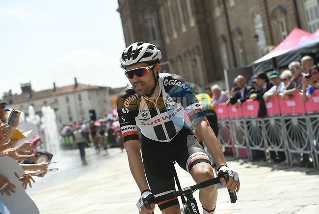 Tom Dumoulin (NED) Team Sunweb at sign on before the start of Stage 19 of the 2018 Giro d'Italia, running 185km from Venaria Reale to Bardonecchia featuring the Cima Coppi of this Giro, the highest climb on the Colle delle Finestre with its gravel roads, before finishing on the final climb of the Jafferau, Italy. 25th May 2018.<br /> Picture: LaPresse/Fabio Ferrari | Cyclefile<br /> <br /> <br /> All photos usage must carry mandatory copyright credit (© Cyclefile | LaPresse/Fabio Ferrari)