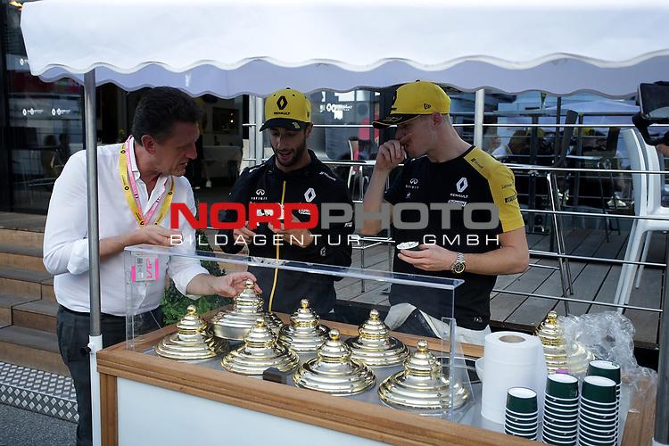 07.09.2019, Autodromo Nazionale di Monza, Monza, FORMULA 1 GRAN PREMIO HEINEKEN D'ITALIA 2019<br />,im Bild<br />Daniel Ricciardo (AUS#3), Renault F1 Team und Nico Hülkenberg (GER#27), Renault F1 Team verteilen Eiscreme<br /> <br /> Foto © nordphoto / Bratic