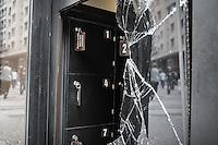 SÃO PAULO, SP - 19.06.2013:DESTRUIÇÃO EM SÃO PAULO -  São Paulo que amanheceu com um rastro de destruição  após a manifestação contra o aumento da passagem, agencias bancárias e lojas foram completamente destruidas. (Foto: Marcelo Brammer/Brazil Photo Press)