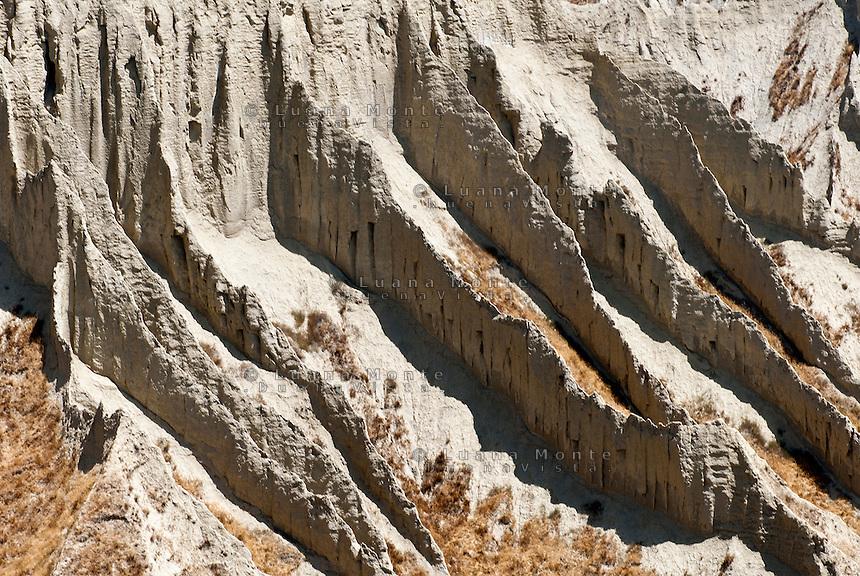 Valle dei Calenchi. Particolare del processo di erosione delle argille. Civita di Bagnoregio, 11 luglio 2012...