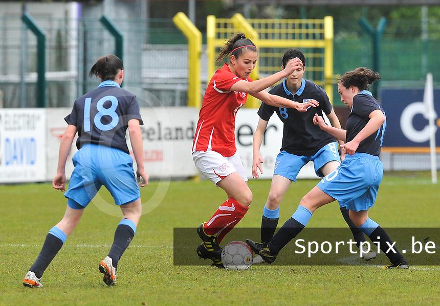 UEFA Women's Under 17 Championship - Second Qualifying round - group 1 : England - Switzerland : .Barla Deplazes aan de bal voor de Engelse garde  met Katie Zelem (rechts)..foto DAVID CATRY / Vrouwenteam.be