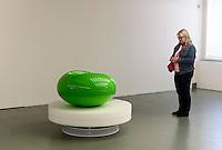 Eero Aarnio im Design-Museum in Helsinki, Finnland