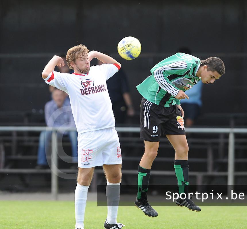Winkel Sport - Sparta Petegem : duel tussen Mitch Voet en Bjorn Vandaele (links).foto VDB / BART VANDENBROUCKE