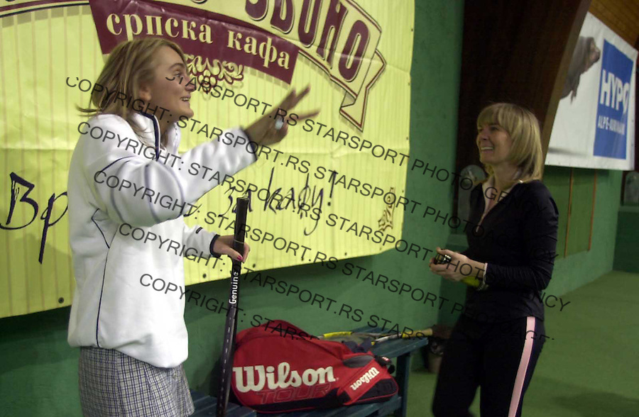 TENIS POZNATE LICNOSTI DJUKIC TERENI , 26.03.2004. Stana Vukovic i Aleksandra Joksimovic  foto: Pedja Milosavljevic<br />
