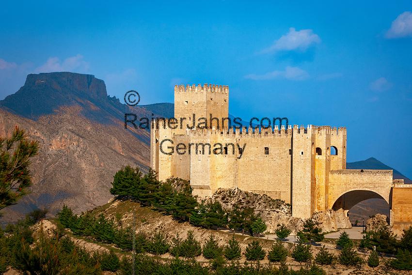 Spanien, Andalusien, Provinz Almería, Vélez Blanco: weisses Dorf mit dem Castillo de Vélez Blanco | Spain, Andalusia, Province Almería, Vélez Blanco: pueblo blanco, Castillo de Vélez Blanco