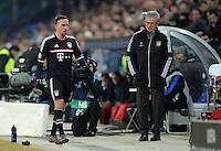 FUSSBALL   CHAMPIONS LEAGUE   SAISON 2011/2012   ACHTELFINALE HINSPIEL FC Basel - FC Bayern Muenchen      22.02.2012 Franck Ribery (li, FC Bayern Muenchen) geht bei dessen Auswechslung grusslos an Trainer Jupp Heynckes (re, FC Bayern Muenchen) vorbei