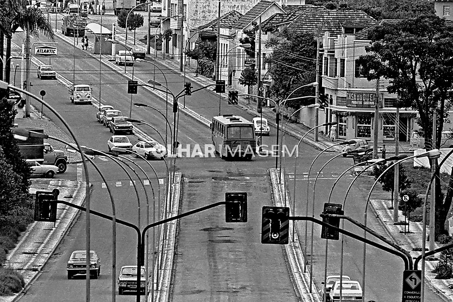 Via expressa de ônibus em Curitiba. Paraná. 1980. Foto de Juca Martins.