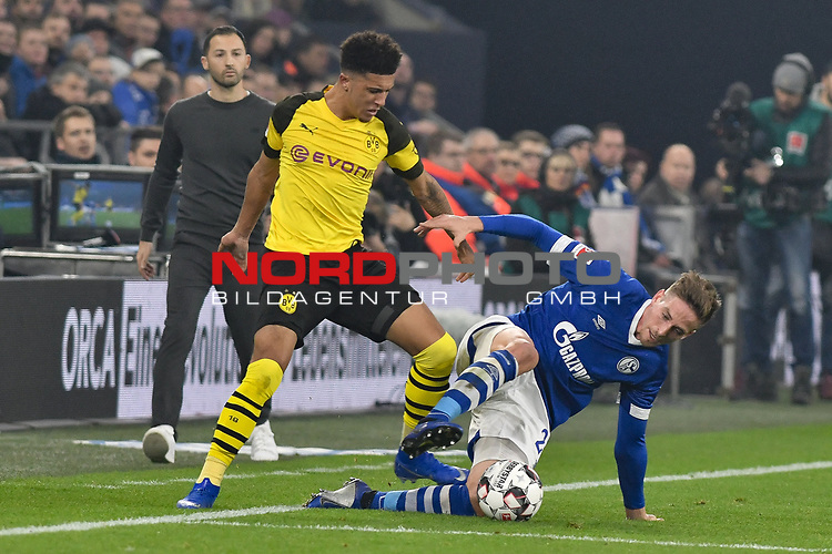 08.12.2018, Veltins-Arena, Gelsenkirchen, GER, 1. FBL, FC Schalke 04 vs. Borussia Dortmund, DFL regulations prohibit any use of photographs as image sequences and/or quasi-video<br /> <br /> im Bild v. li. im Zweikampf Jadon Sancho (#7, Borussia Dortmund) Bastian Oczipka (#24, FC Schalke 04) <br /> <br /> Foto © nordphoto/Mauelshagen