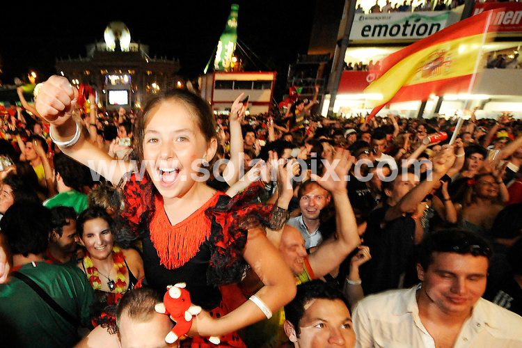 **ALL ROUND PICTURES FROM SOLARPIX.COM**.**SYNDICATION RIGHTS FOR UK AND SPAIN ONLY**.Football European Championship 2008 Austria/Switzerland final Match 31 Germany vs Spain, 29 June 2008, public viewing Vienna in Austria. .Spanish supporters celebrate Victory after there win against Germany the match which Finished  0-1...JOB REF:6749-CPR/Philipp Guelland        DATE:29_06_08.**MUST CREDIT SOLARPIX.COM OR DOUBLE FEE WILL BE CHARGED* *UNDER NO CIRCUMSTANCES IS THIS IMAGE TO BE REPRODUCED FOR ANY ONLINE EDITION WITHOUT PRIOR PERMISSION*