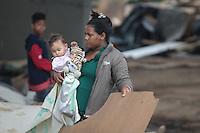 SÃO PAULO,SP, 06.10.2015 - REINTEGRAÇÃO-SP - Polícia Militar acompanha reintegração de posse em área ocupada sob Cebolão na manhã desta terçã-feira (06). ( Foto: Marcio Ribeiro : Brazil Photo Press)