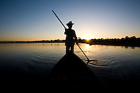 Ibiai_MG, Brasil...Rio Sao Francisco, o rio da integracao nacional. Na foto um barco...The Sao Francisco river, It is an important river for Brazil, called the river of national integration. In this photo, a boat...Foto: LEO DRUMOND / NITRO