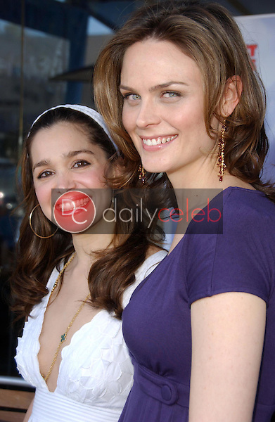 Gina Phillips and Emily Deschanel<br />at the Los Angeles event for &quot;Save The Seals&quot;. Real Food Daily, West Los Angeles, CA. 03-28-07<br />Dave Edwards/DailyCeleb.com 818-249-4998