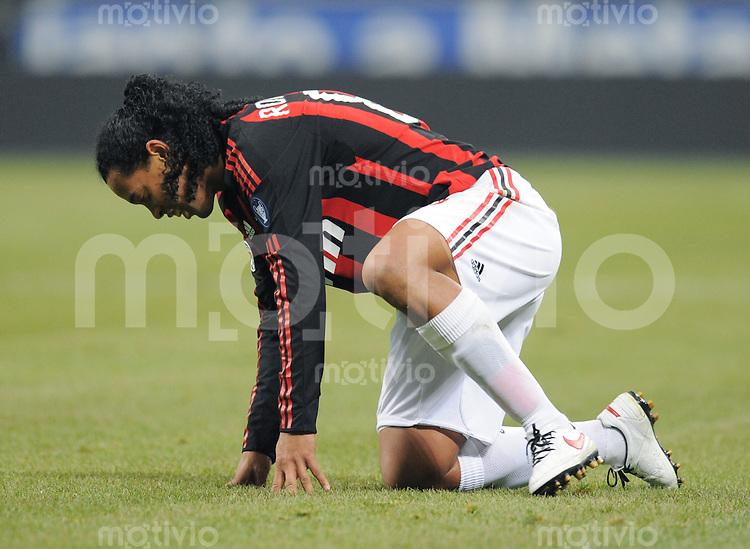 FUSSBALL INTERNATIONAL   SERIE A   SAISON 2008/2009   15.02.2009 Inter Mailand  - AC Mailand Ronaldinho (AC) enttaeuscht am Boden