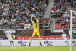 22.07.2017, Millerntor-Stadion, Hamburg, GER, FSP, FC St. Pauli vs SV Werder Bremen<br /> <br /> im Bild<br /> Jiri Pavlenka (Werder Bremen #1) f&auml;ngt einen Ball in der Luft, <br /> <br /> Foto &copy; nordphoto / Ewert
