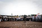 La victoire d'Austerlitz symbolise, pour les &eacute;l&egrave;ves de l'&eacute;cole de Saint-Cyr Coetquidan, une date<br /> importante. Il s'agit de la premi&egrave;re bataille qui vue mourir des Saint-Cyriens au combat.<br /> La comm&eacute;moration s'organise autour d'une reconstitution grandeur nature &agrave; l'&eacute;cole militaire de<br /> Saint-Cyr (Bretagne), quelques 800 &eacute;l&egrave;ves y participent. Les uniformes, les mouvements des<br /> arm&eacute;es, les charges de cavalerie ainsi que les feux d'artilleries y sont simul&eacute;s. L'action se d&eacute;roule<br /> sur un endroit rebaptis&eacute; &laquo; Le plateau de Pratzen &raquo;, historiquement le lieu d'un haut fait d'arme<br /> d'Austerlitz.<br /> Bien plus qu'une simple date anniversaire, elle permet de cr&eacute;er un esprit de coh&eacute;sion entre les<br /> diff&eacute;rentes promotions, tout en conservant le devoir de m&eacute;moire. Dans le jargon militaire des Saint-<br /> Cyriens, cette journ&eacute;e est appel&eacute;e le &laquo; 2 S &raquo;, elle marque le deuxi&egrave;me jour du troisi&egrave;me mois de<br /> classe. Chaque mois de l'ann&eacute;e correspond chronologiquement &agrave; une lettre du mot &laquo; Austerlitz &raquo;.<br /> L'ann&eacute;e commen&ccedil;ant en octobre (A), S correspond donc &agrave; d&eacute;cembre.<br /> La comm&eacute;moration du 204&egrave;me anniversaire de la bataille d'Austerlitz s'est d&eacute;roul&eacute; le 28 novembre<br /> &agrave; Saint-Cyr Coetquidan.