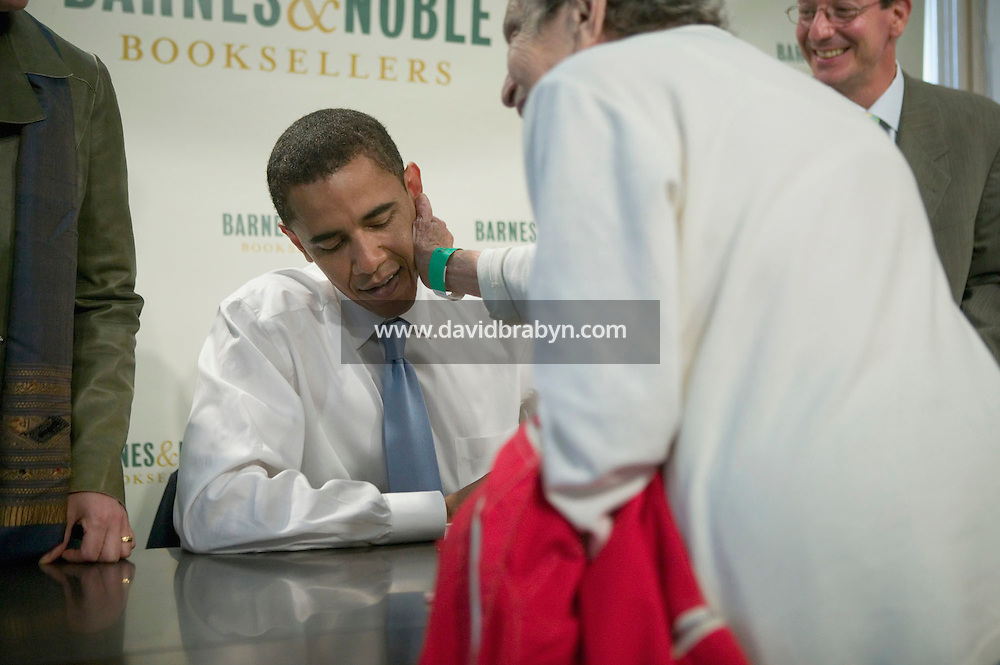 DA woman affectionately touches Democratic US Senator from Illinois Barack Obama (2L) during a book signing event at a Barnes &amp; Noble store in Manhattan, New York, USA, 19 October 2006. Obama is promoting his new book titled &quot;The Audacity of Hope: Thoughts on Reclaiming the American Dream&quot;.<br />