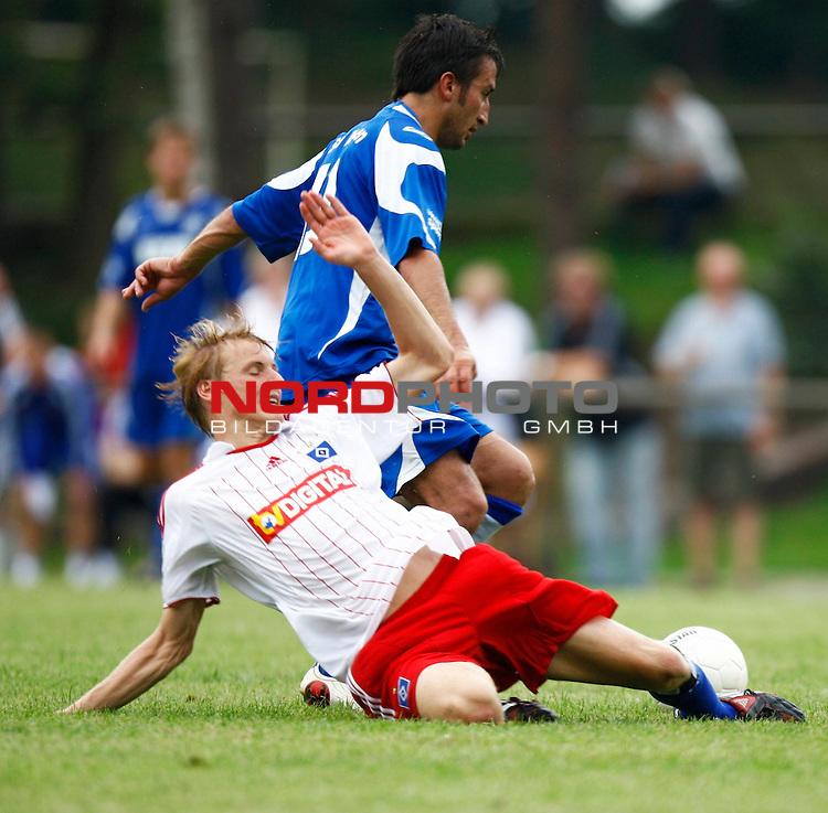 Testspiel Saison 08/09<br /> HSV II - SV Meppen <br /> HSV II (Hanno Behrens '7) - Dogan H&uuml;seyin (SV Meppen #10)<br /> Foto &copy; nph (  nordphoto  )<br /> <br /> <br /> <br />  *** Local Caption ***