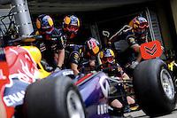SAO PAULO, SP, 22.11.2013 - F1 - GP BRASIL - TREINOS LIVRE - <br />  O piloto alemão Sebastian Vettel, da equipe Red Bull, participa da primeira sessão de treinos livres para o Grande Prêmio do Brasil de Fórmula 1, no Autódromo de Interlagos, na zona sul de São Paulo, nesta sexta-feira (22). Vettel ficou com o terceiro tempo ao marcar 1min25s387. A prova está marcada para domingo. (FOTO: LUKAS GORYS / BRAZIL PHOTO PRESS).