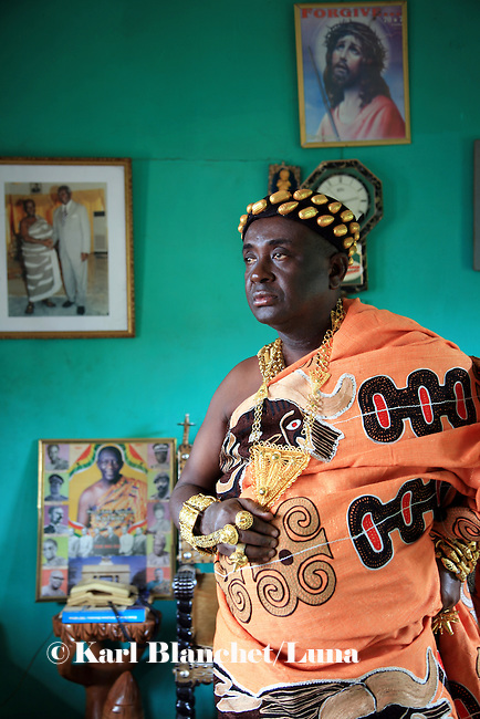 The Chief of Odumase in the Brong Ahafo region was the representative of the traditional chieves of the region and met the President of Ghana, Mr Kufour, several times. On the wall, a few pictures of him and the president.