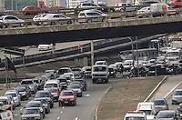 SAO PAULO, 20 DE FEVEREIRO DE 2013. - TRANSITO SP - Transito intenso na Avenida do Estado, regiao central da capital na manha desta quarta feira, 20. (FOTO: ALEXANDRE MOREIRA / BRAZIL PHOTO PRESS)